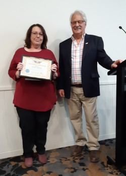 Lynne receives award